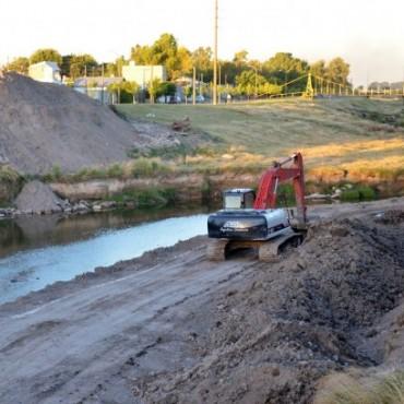 Continúan las obras en el Arroyo Tapalqué