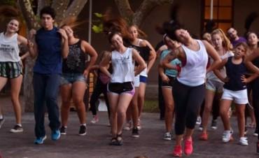 """""""Viví el verano, elegí tu noche"""": Danza en el Centro Cultural Municipal """"San José"""""""