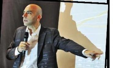 Falleció el economista Tomás Bulat, en accidente vial