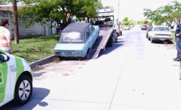 Vehículo abandonado en la vía pública