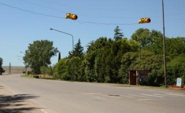 El semáforo del barrio Aoma funciona de manera intermitente