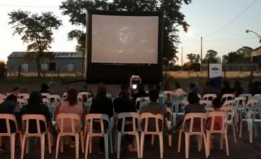 Exitosa presentación del Cinemóvil en Recalde