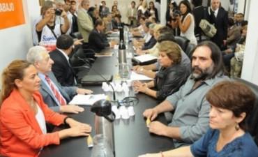 Gremios docentes y gobierno vuelven a reunirse