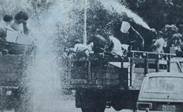 La audiencia recordó el juego con agua en los carnavales