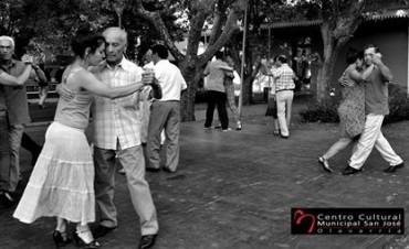 """""""Viví el verano, elegí tu noche"""": Cine y clases de Tango"""