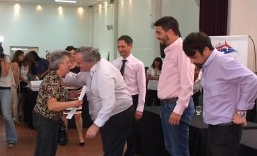 Vecinos de Olavarría recibieron y firmaron sus títulos de propiedad