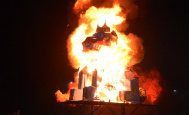 La quema de 'El Sultán', protagonista de la última noche de Corsos Oficiales 2018