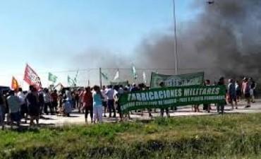 """FANAZUL:Trabajadores suspendieron el corte de las vías como """"gesto hacia el juez por  no desalojar"""