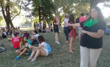 Preparando el 8M: Pañuelazo por el aborto en Olavarría