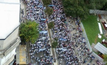 Multitudinaria marcha docente en La Plata