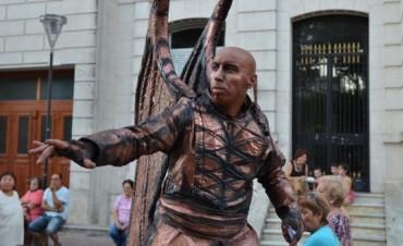 Convocante Encuentro Nacional de Estatuas Vivientes en Olavarría
