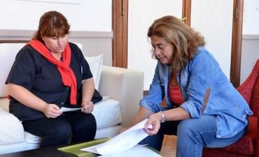 """El Municipio entregó un subsidio al Centro de Adaptación Laboral """"Madre Teresa de Calcuta"""" de Loma Negra"""
