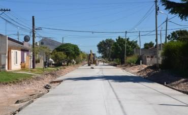"""Continúan los trabajos de pavimentación en el barrio """"12 de Octubre"""""""