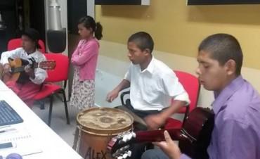 Natanael Vera en los estudios de Radio Olavarría