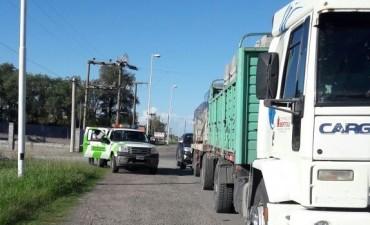 Camión con sobrecarga de bloques
