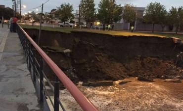 Precaución: se socavó la barranca del arroyo en calle Hornos
