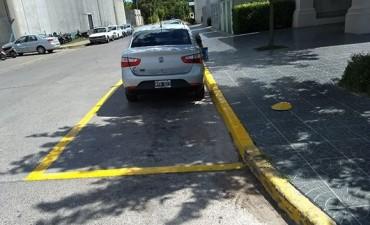 Seguridad Vial: estacionamiento para taxis y reductores de velocidad