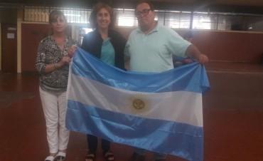 El Frente Renovador entregó banderas a escuelas