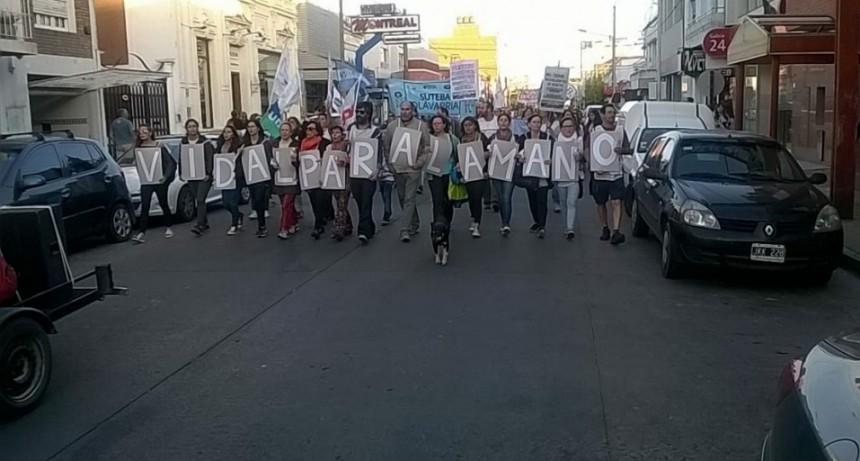 Docentes: en Olavarría se movilizaron en consonancia con la Marcha de las Antorchas