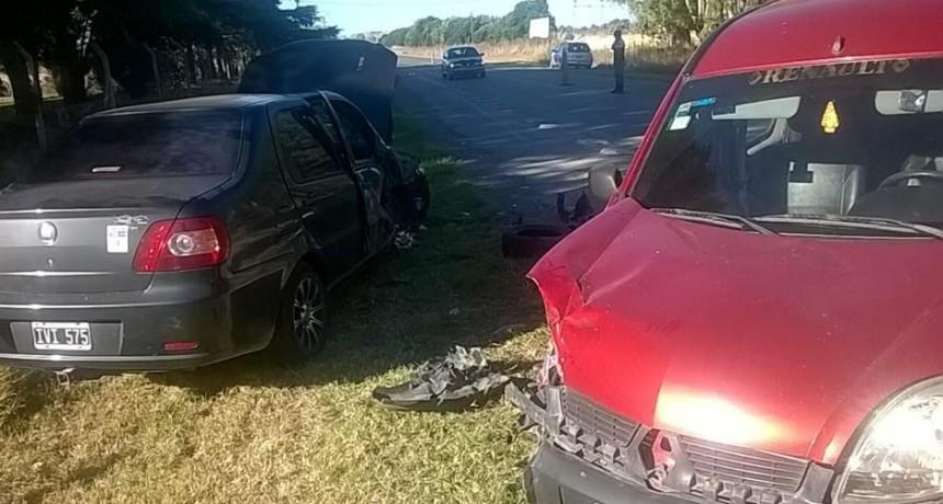 Fuerte choque entre dos vehículos en cercanías del Autódromo