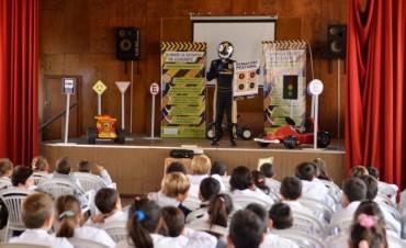 Charlas de concientización vial con el Piloto X en las escuelas