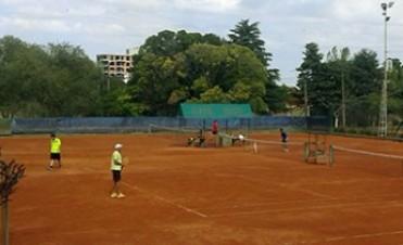 Prosigue el Torneo Aniversario de tenis en Racing