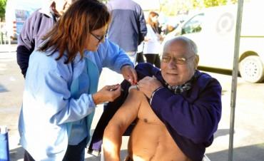Insisten en no demorar la vacunación antigripal