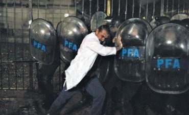 """SUTEBA califica como """"brutal"""" la represión a docentes"""