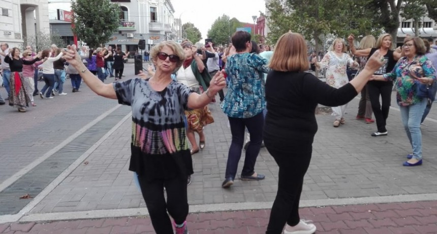 Más de 250 personas bailaron al ritmo de la zamba