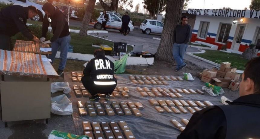 Río Negro: Encuentran cocaína y marihuana en camión de cemento