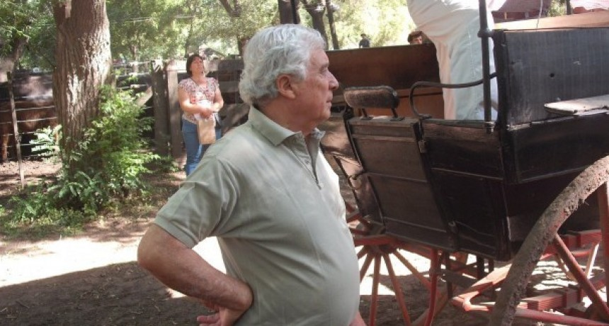 Juan Cruz Aristeguí presentó el remate de Cacharí
