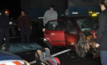 Un auto de Olavarría chocó contra un camión en Las Flores