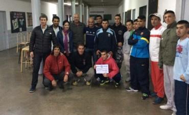 Gonzalo Bagú entregó certificados del programa Boxeo Sin Cadenas