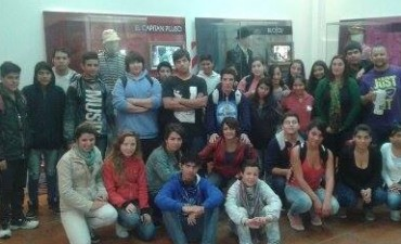 Alumnos visitan la muestra sobre Alberto Olmedo