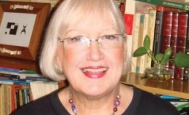 La escritora Olga Drennen en la Escuela 80 del Barrio CECO