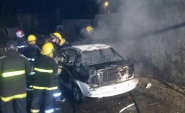 Incendio de automóvil dejó pérdidas totales