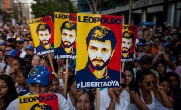 Venezuela: 'El régimen se sostiene exclusivamente por los militares'