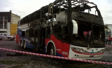 El detenido en Mar del Plata por el incendio del micro está en Olavarría