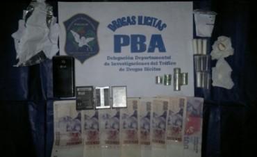 Encuentran cocaína en un allanamiento antidroga