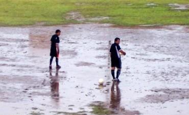 El mal tiempo conspiró contra el fútbol