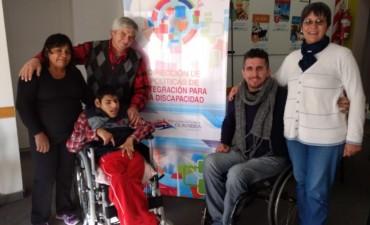 El Municipio y CILSA entregaron una silla de ruedas