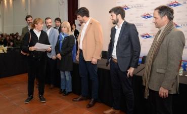 Más de 300 familias firmaron sus escrituras y recibieron títulos de propiedad
