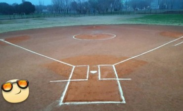 Racing inauguró su cancha de softball