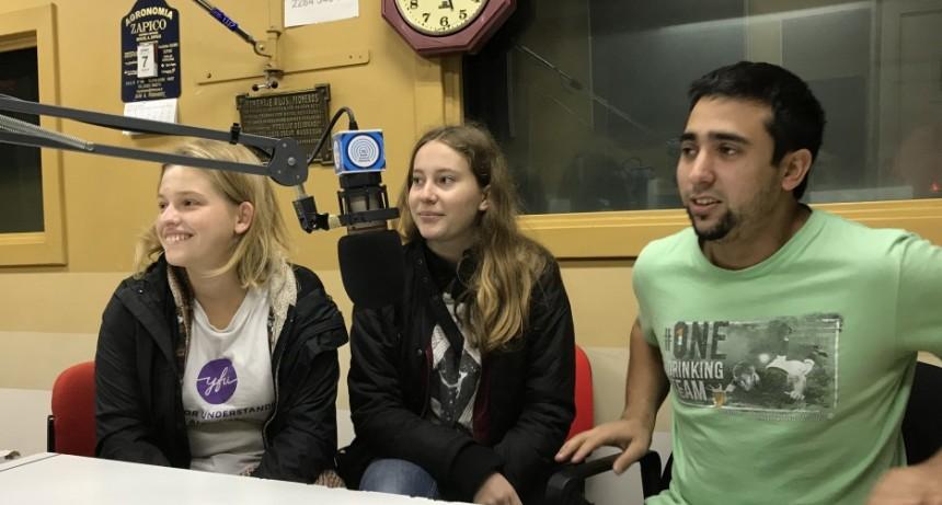 Estudiantes de intercambio de YFU en la radio