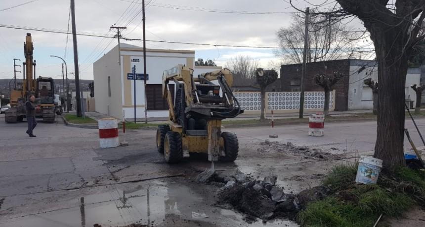 En Sierras Bayas se realizan trabajos de pavimentación