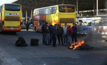 En La Plata, protesta de un grupo de choferes