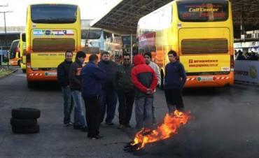 En La Plata, una protesta generó múltiples complicaciones en la Terminal