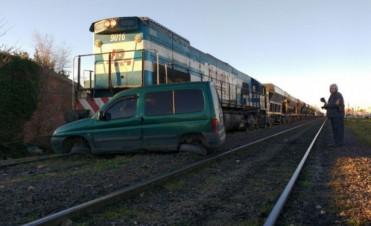 Una camioneta fue embestida por un tren