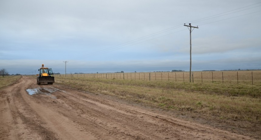 Avanza el plan de mejoramiento de caminos rurales en cuatro zonas