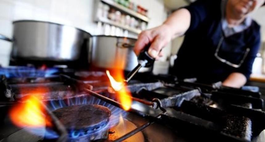 La olla destapada y el fuego alto en el hervor, son las mayores causas de pérdida de eficiencia en las cocinas argentinas